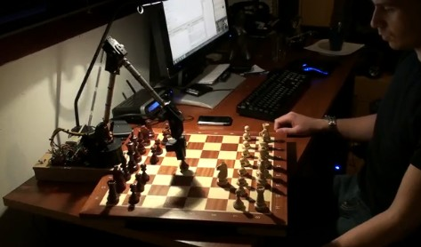 Chess playing robot