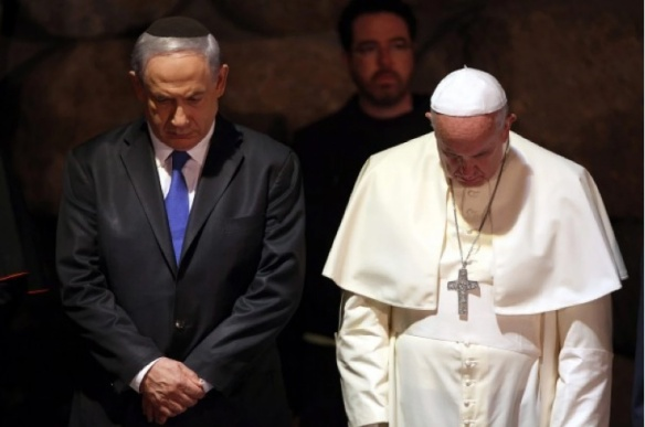 Pope Francis and Israeli Prime Minister Benjamin Netanyahu attended a memorial ceremony at the Yad Vashem Holocaust memorial in Jerusalem on Monday. (EPA/Abir Sultan)